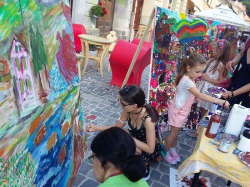 Atelierul de pictura stradala Descopera placerea de a picta propus de Tabara de pictura Hobby Art la Strada dell'Arte 2017
