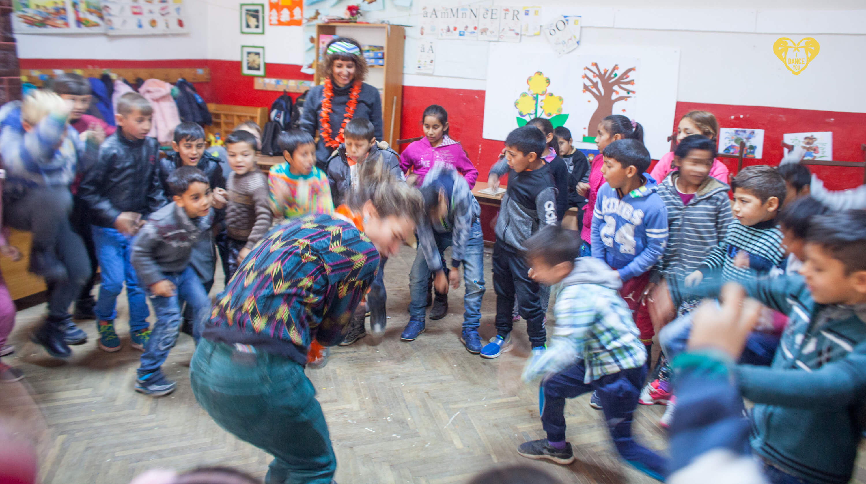 Interviu cu Anamaria Guguian pentru Tabaradepicturahobbyart.org-imagine din Poezia curioasa-Atelier de dans cu copii