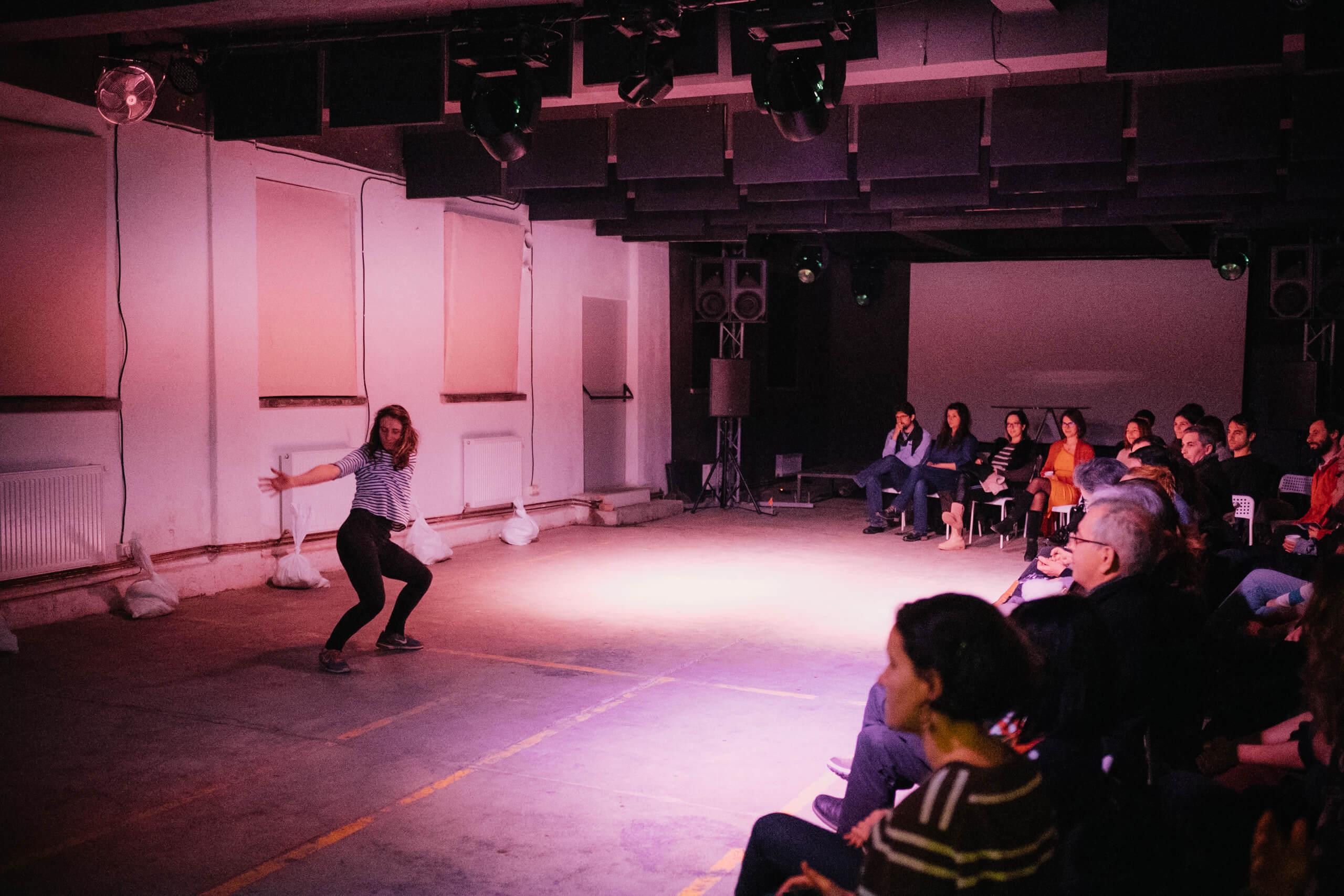 Interviu cu Anamaria Guguian pentru TabaradepicturaHobbyArt.org-imagine din spectacolul Migdalii infloriti