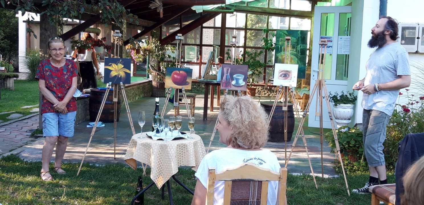 Expozitia la final de tabara in Tabara de pictura Hobby Art editia de vara 2020, cu Dorina